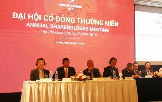 Ban lãnh đạo Nam Long trao đổi với các cổ đông về kế hoạch kinh doanh của công ty.