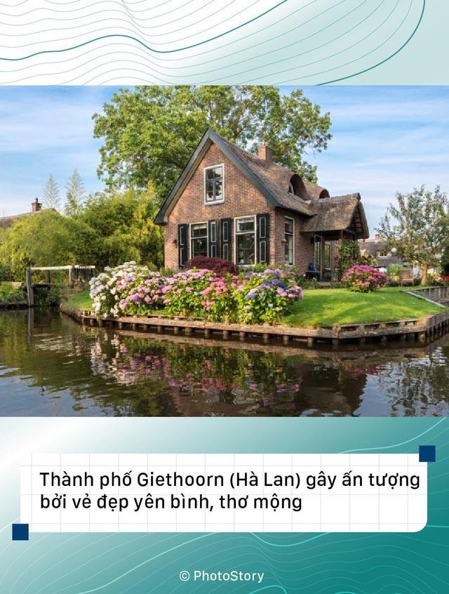 Thành phố Giethoorn(Hà Lan) gây ấn tượng bởi vẻ đẹp bình yên, thơ mộng.